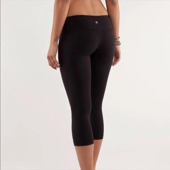 Lululemon black crops yoga pants
